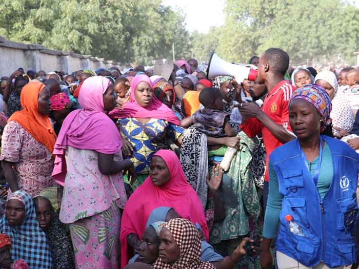 people at WFP distribution