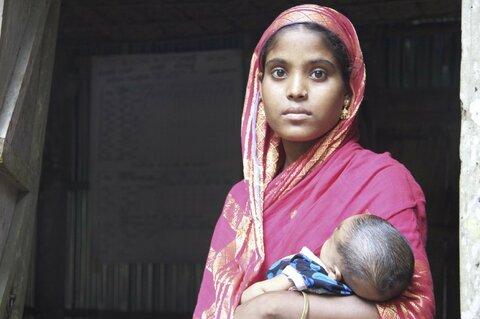 Infanzia interrotta: Stiamo rispondendo ai bisogni delle madri adolescenti?